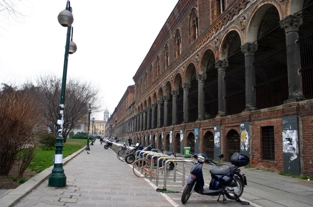 5653_-_Milano_-_Via_Festa_del_Perdono_e_l'Università_Statale_-_Foto_Giovanni_Dall'Orto_-_21-2-2007